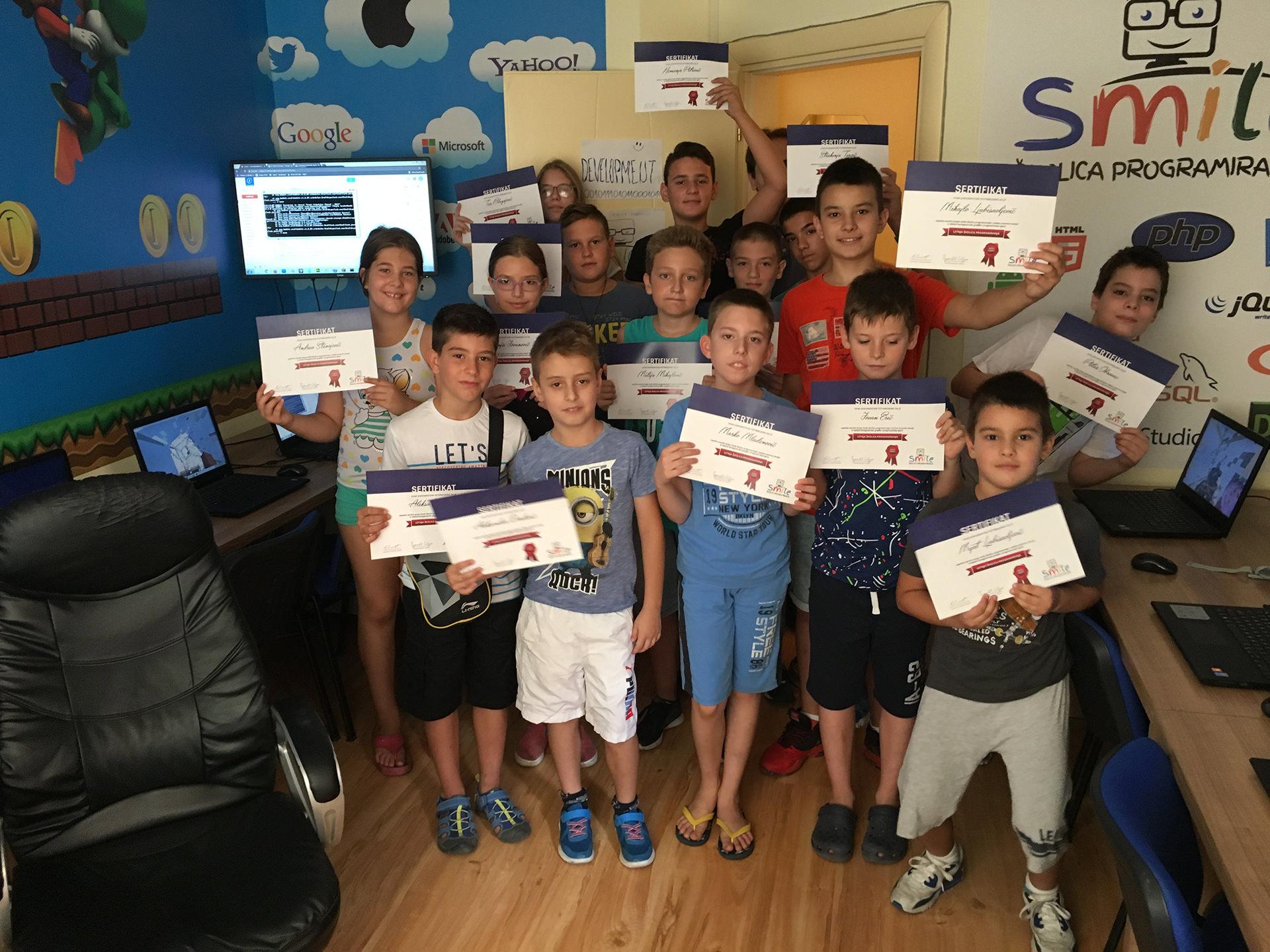 Grupna fotografija polaznika promotivne Smile školice programiranja