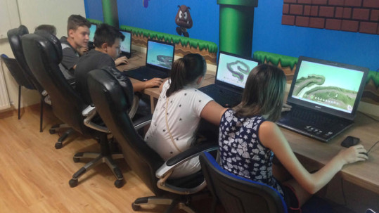 Children programming games in Smile school of programming