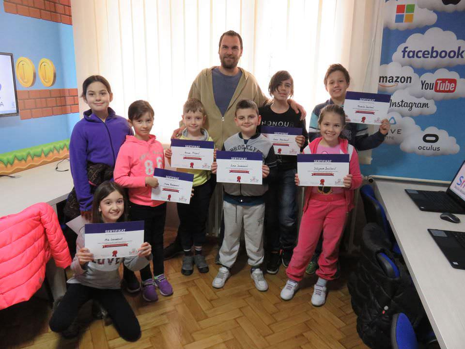"Dodela prvih sertifikata u školici programiranja ""Smile"" na Novom Beogradu 00"