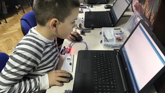 Mogu li deca učiti programiranje i kako